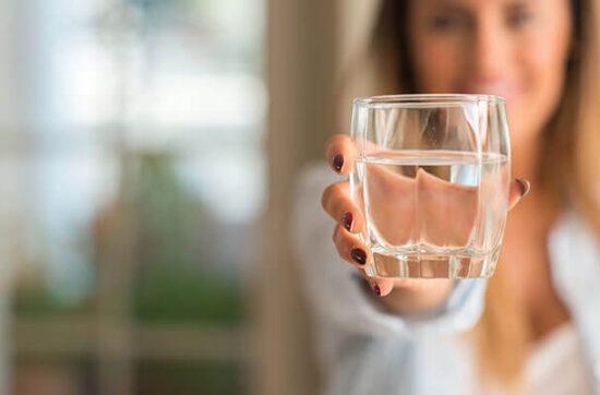 Czy picie wody pomaga w odchudzaniu